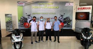 Sales Manager Yamaha Tjahaja Baru, Yanto Tjahaja bersama After Sales Manager Yamaha Tjahaja Baru Rinto Putra, Area Marketing Development Area Padang, Hendra dan Yamaha Academy Didiet saat peluncuran Al New Aerox 155 Connected di Padang.