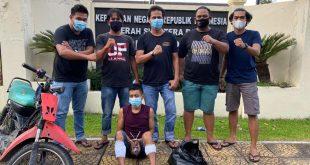 Dua kaki Syahrial (28) ditembus timah panas Tim Opsnal Satreskrim Polresta Padang.