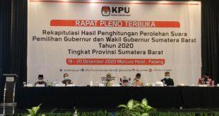 KPU Sumbar melaskanakan rapat pleno hasil rekapitulasi perolehan suara Pemilihan Gubernur (Pilgub) Sumbar 2020 di Mercure Hotel.