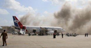 Kabut asap membumbung ke langit setelah ledakan mengguncang Bandara Aden, Yaman. ist