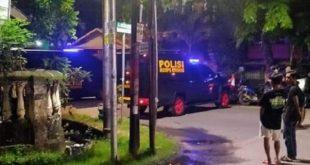 Suasana pada saat Polisi mengamankan lokasi Masjid Mujahidin, di Jalan Maccini Sawah, Kecamatan Makassar, Kota Makassar, Sulawesi Selatan saat mendapat ancaman teror bom.