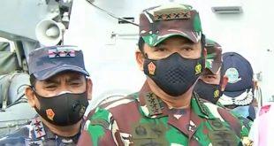Panglima TNI Marsekal Hadi Tjahjanto memberikan keterangan kepada wartawan terkait temuan bagian pesawat Sriwijaya Air di perairan Kepulauan Seribu pada kedalaman 23 meter.