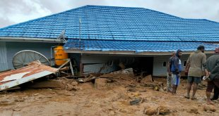 Banjir bandang menghanyutkan tiga rumah warga di Desa Uwebutu, Distrik Madi, Kabupaten Paniai, Provinsi Papua. ist