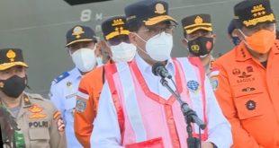 Menhub Budi Karya Sumadi didampingi Kepala Basaenas dalam keterangan pers di JICT, Tanjung Priok, Jakarta.