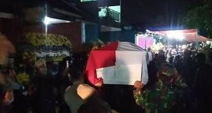 Jenazah almarhum Prajurit Kepala (Praka) anumerta Roy Vebrianto tiba di rumah duka di Komplek Bumi Sari Indah I, Kecamatan Baleendah, Kabupaten Bandung, Jabar.