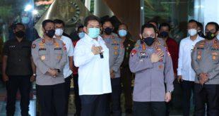 Kapolri Jenderal Listyo Sigit bersama Jaksa Agung ST Burhanuddin saat melakukan kunjungan di Kantor Kejaksaan Agung