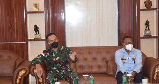 Kasdam Cendrawasih Brigjen TNI Bambang Trisnohadi saat menerima Kunjungan Kakanwil Kemekumham Papua