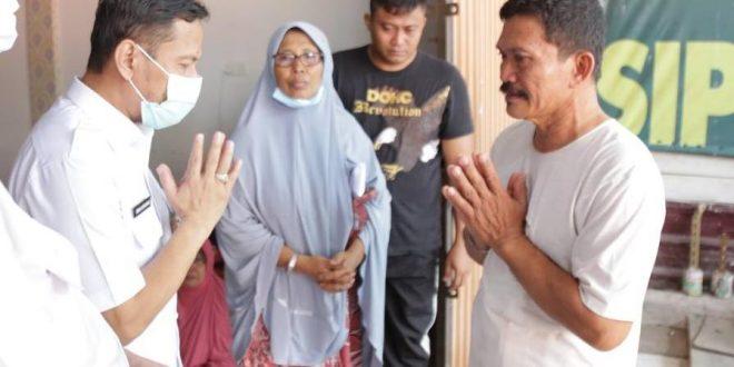 Gubernur Riau Berikan Santunan kepada Keluarga Kopda Dedi Irawan
