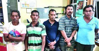 Tim gabungan Polres Dharmasraya menggerebek tambang emas ilegal dan menangkap lima tersangka serta menyita alat berat dan merkuri